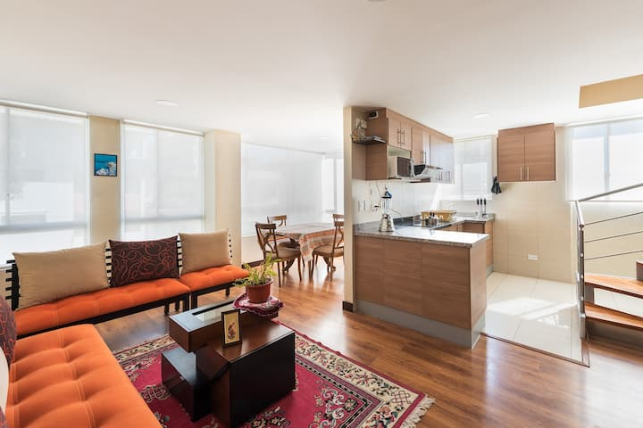 Bright & Cozy 2BR in the ღ of Dwntwn perfect stay!