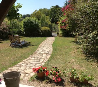 Near the centre of the lovely village Aubeterre - Aubeterre-sur-Dronne - House
