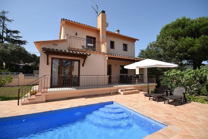 Enchanting Villa in Calonge with Swimming Pool