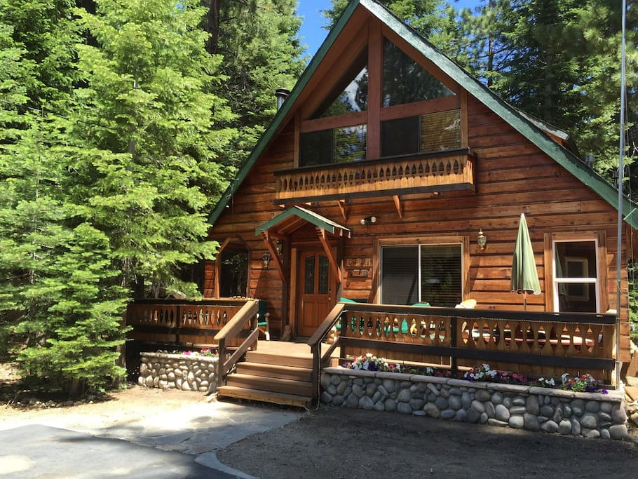 Cozy sophisticated cabin 2blocks from lake tahoe for Rent a cabin in lake tahoe ca