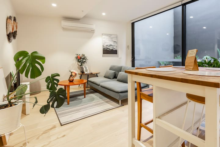Stylish Apartment with Large Balcony - Fitzroy