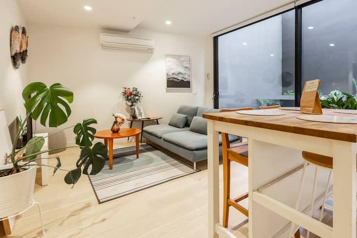 Stylish Apartment with Large Balcony - Fitzroy