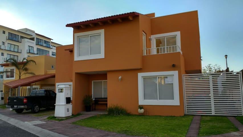 Amplia y hermosa casa en Juriquilla - Santiago de Querétaro