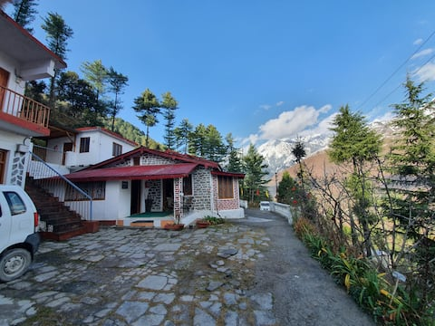 Dream Mountain Deluxe Rooms(Room-1), Joshimath