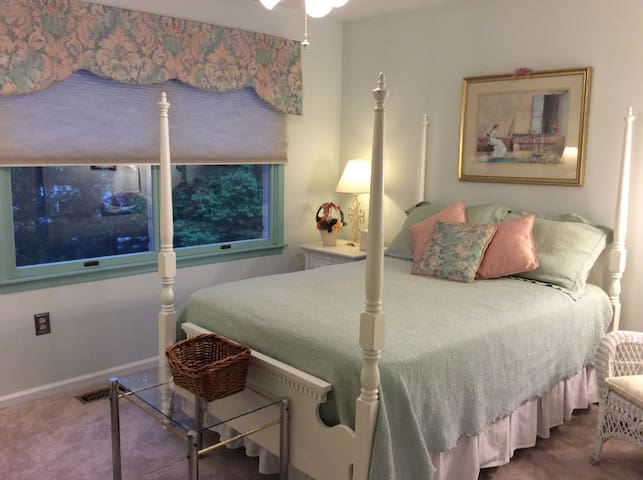 Comfy cottage style room with double bed