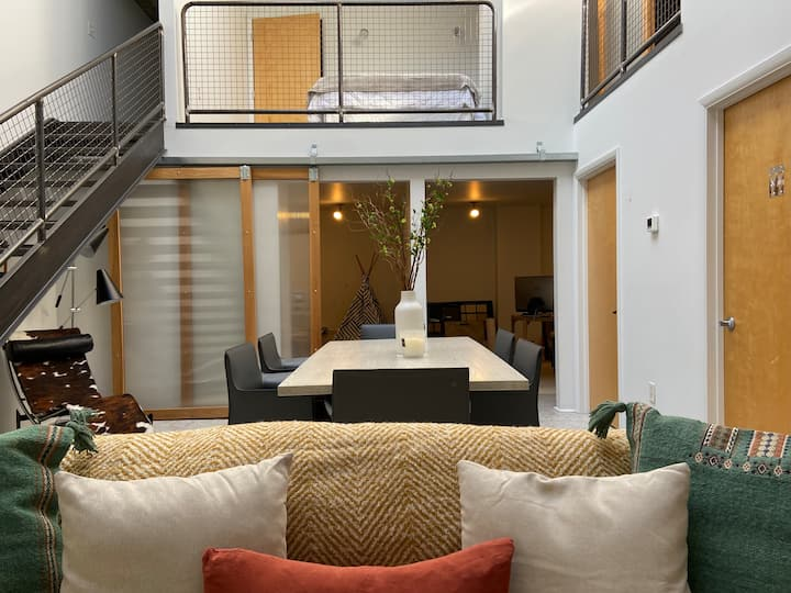 LOFT // Chic, Industrial - Parking - Kid-Friendly