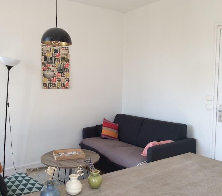 Petit appartement lumineux très proche de Paris