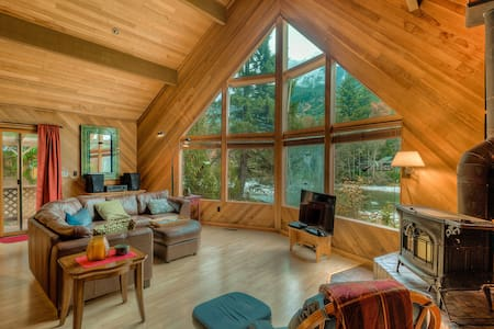 Skykomish Riverfront& Mountain View Cabin, Pets Ok - Baring