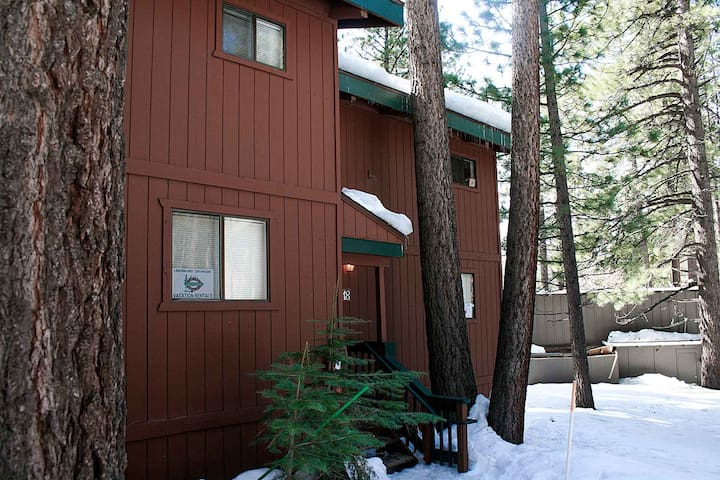 Walk to Heavenly Valley, Community Hot Tub, Fireplace, BBQ (HCC0674)