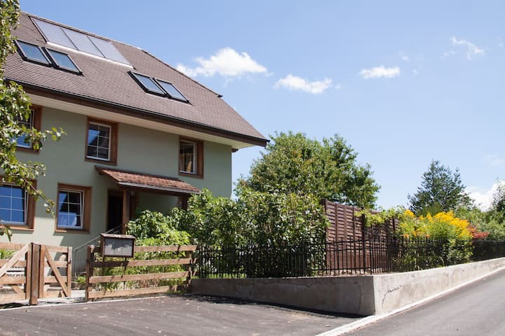 Zimmer in renoviertem Bauernhaus - Villmergen - House