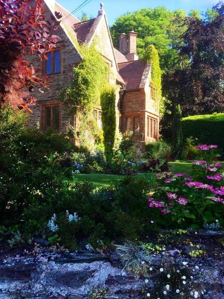 200 yr old original lodge to hestercombe gardens
