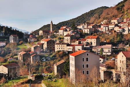 Maison au centre du village de Levie, Alta Rocca - Levie - บ้าน