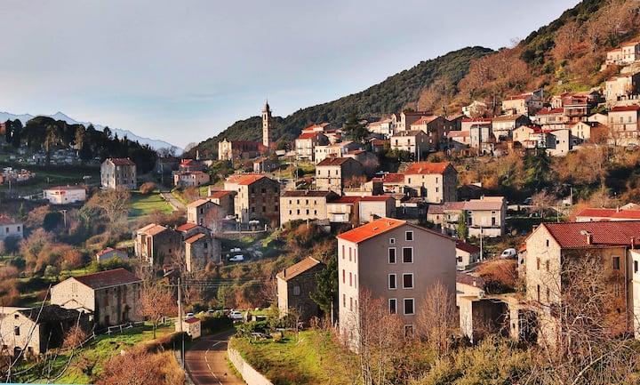 Levie, Alta Rocca, maison village