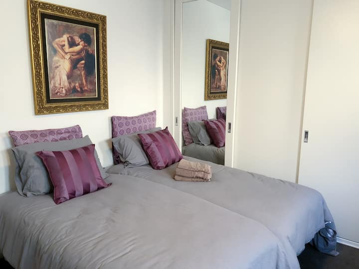 FEMALES ONLY private room for 1 or 2 in Rose Bay