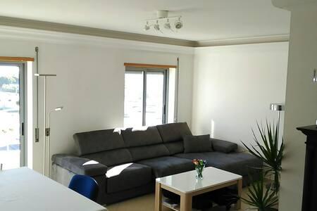 Modern 3 BR apartment in Feijo, Almada