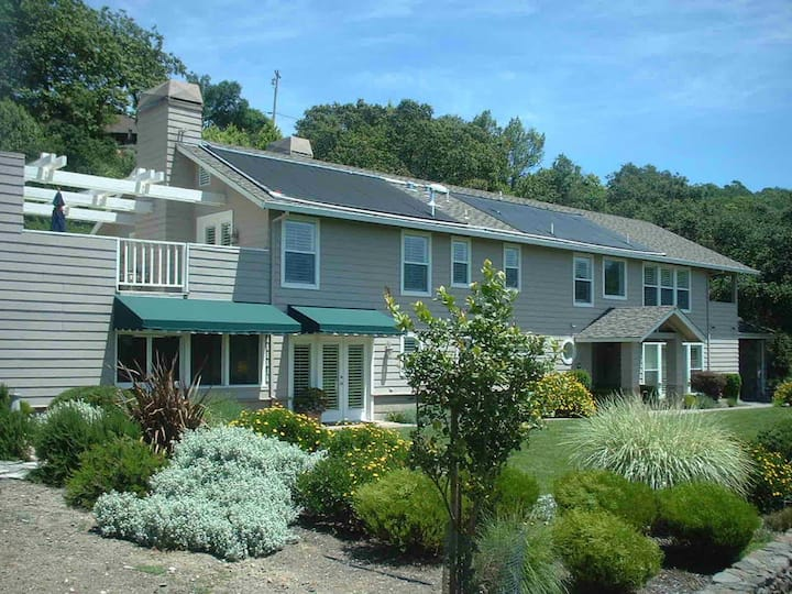 Germano's-4 Bedroom Home Surrounded By Majestic Oaks With Sweeping Views Of Sonoma Valley.  4 Bedrooms, 4 Bathrooms, Sleeps 8
