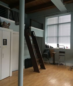 Private studio Downtown Salem - Flat