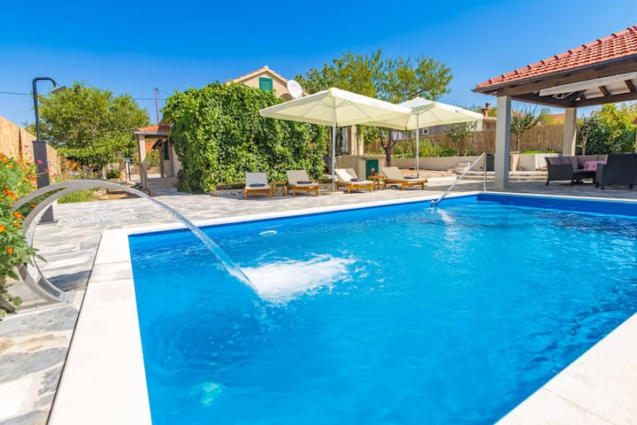 Countryside House With Pool - Vila Šore