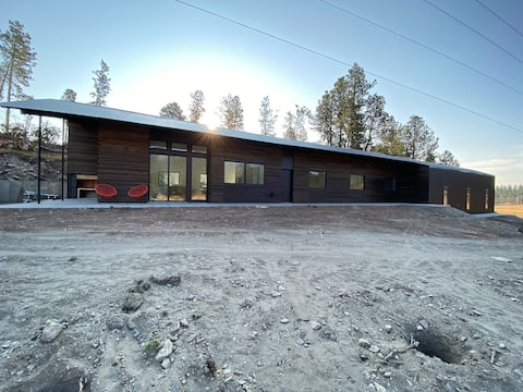 New Modern Home on Sylvan Lake Road. Private room