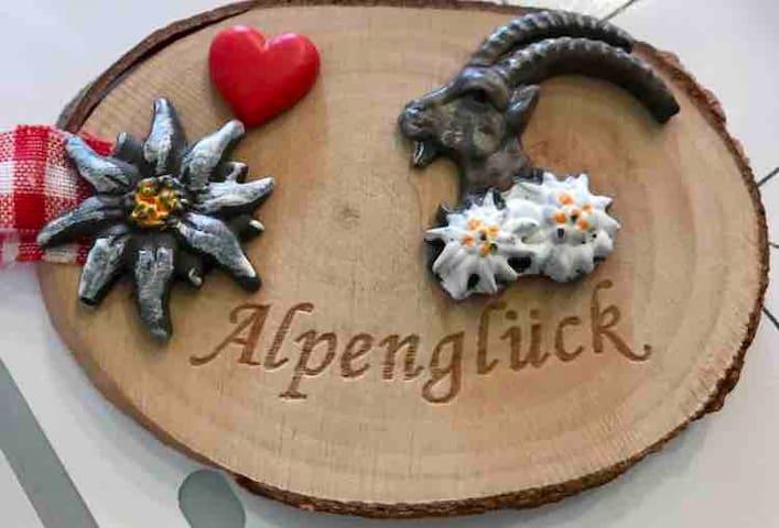 """Alpenglück""  incl. Hallenbad, Sauna."