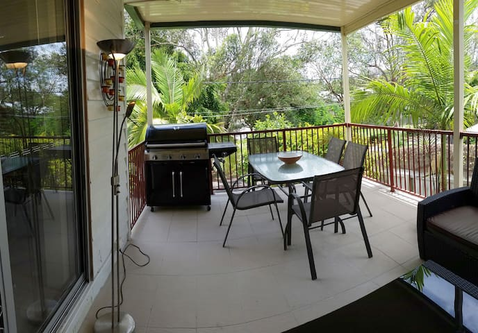 Your home away from home, 7k to CBD - Annerley - Huis