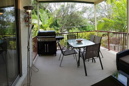 Your home away from home, 7k to CBD - Annerley