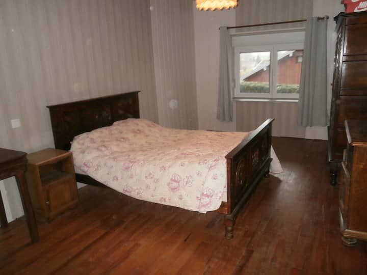 1 chambre a loué a 12 km d' Ornans .35 de Besançon