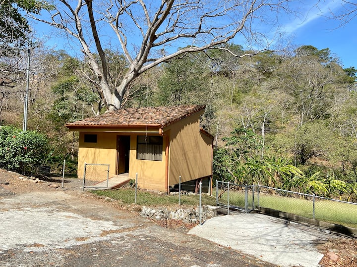 Casita Del Bosque Tropical Seco