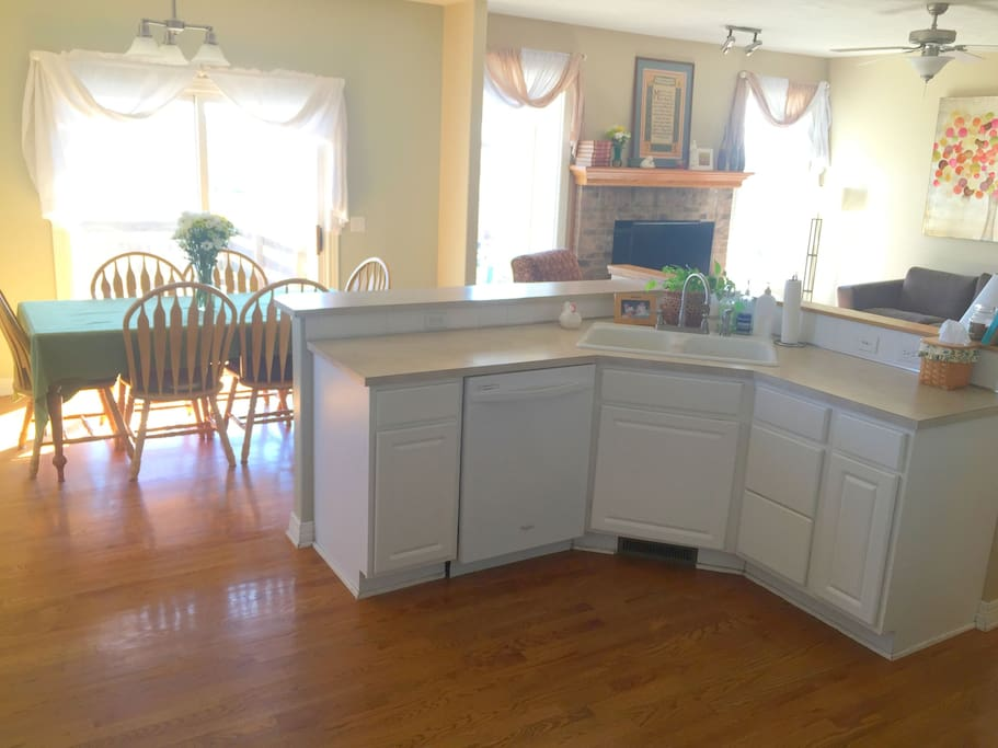 Large Eat-In Kitchen with Dishwasher