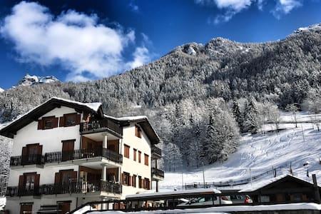 Valtournenche attic (less than 10' from slopes) - Valtournenche