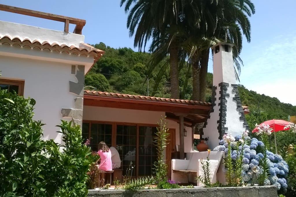Casa Medina Fachada principal y terraza