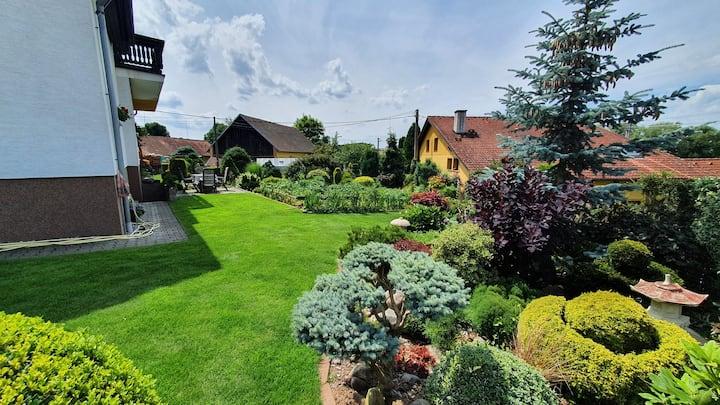 Kompletní bydlení se zahradou v pošumaví