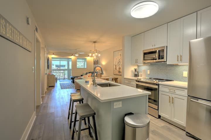Fully Renovated!Coastal Elegance & Tranquil Beach!