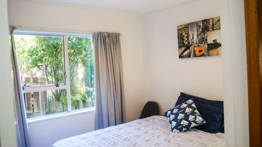Cosy room close to town and airport
