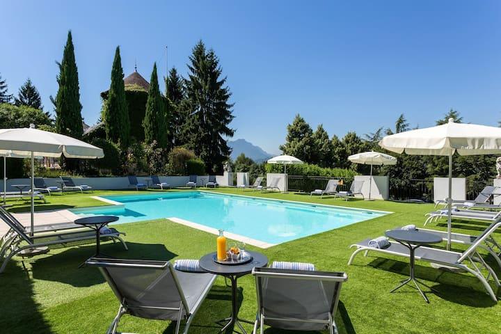 Super Endroit + Piscine ! Chateau Authentique dans les Vignes