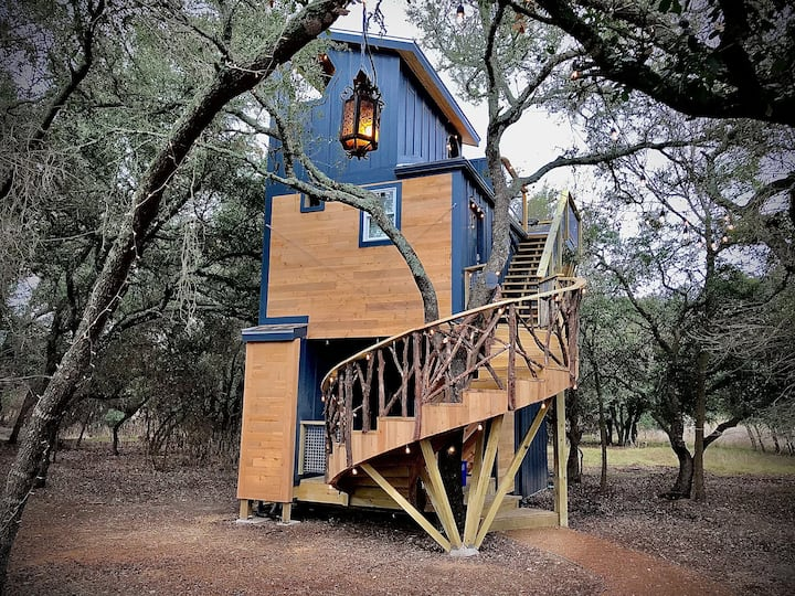 Acorn Treehouse at HoneyTree Farm