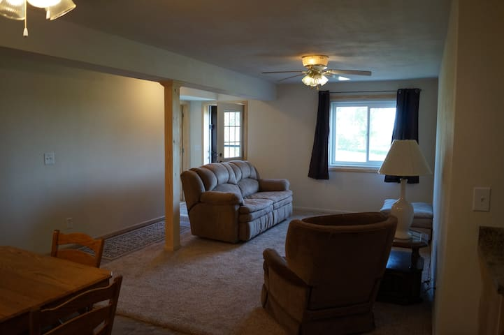 Nice apartment within 5 minutes of Nauvoo!
