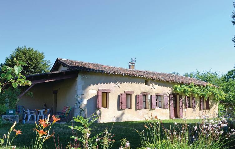 Holiday cottage with 2 bedrooms on 62 m² in Sorges
