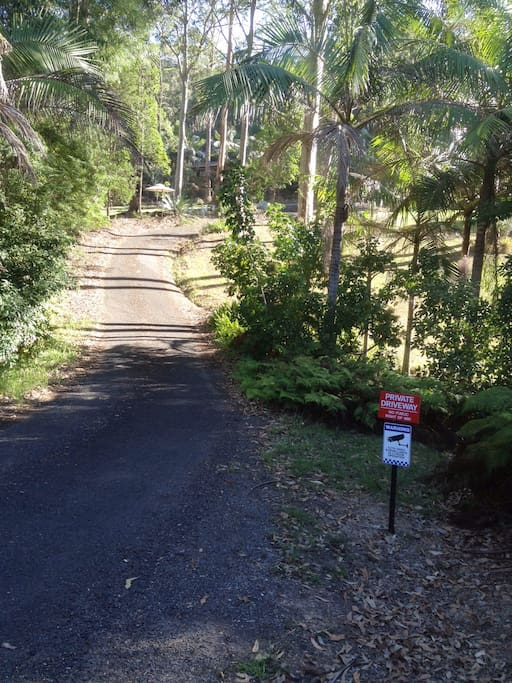 Access to Bimbimbie House is via a private road off Kauzal Crescent