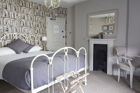 Comfy Room + Breakfast, Ctrl Winchester - Winchester