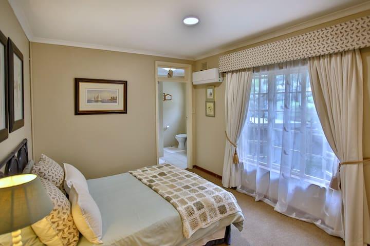 Quarme Room at 1 Lagoon Drive