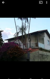 Ótima residência próxima a Penedo.