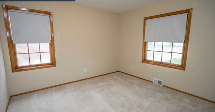 Beautiful room just steps from lake Earie.