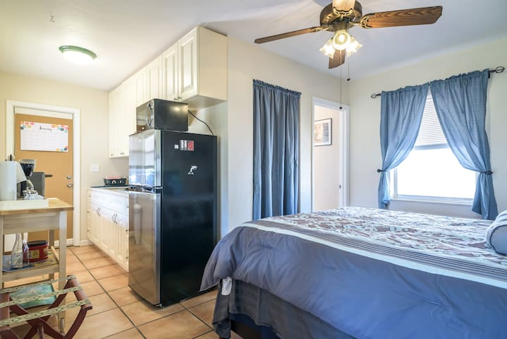 Efficiency-Enjoy your own space! Age 18+ - Hollywood - Apartment