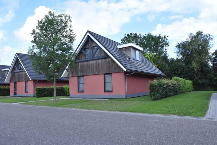 Comfortably furnished holiday home in a small park on the Slotermeer
