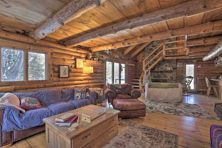 Cabin: Private Hot Tub, Walk to Pats Peak Ski Area