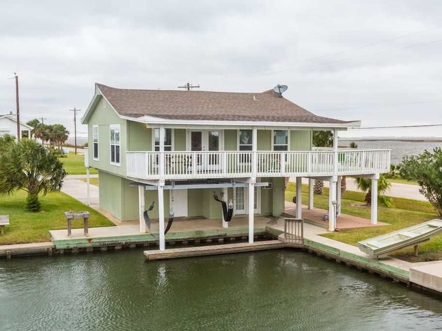 galveston canal house w   boat slip