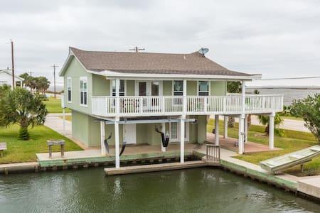Galveston Canal House w/ Boat Slip - Jamaica Beach - Talo
