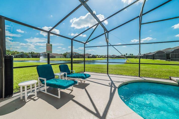 Beautiful pool villa, gated community, near Disney