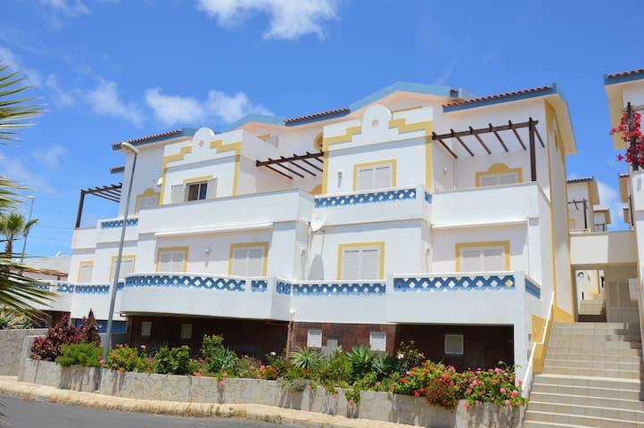Apartamento espaçoso 5 min da praia - Vila Baleira - Apartment